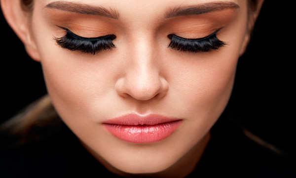 Las pestañas mejor valoradas por los maquilladores y cómo aplicarlas correctamente.